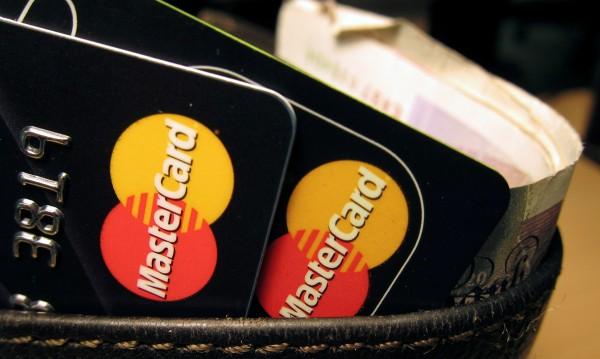Българският длъжник – младок, дълговете му - за лаптоп и телефон