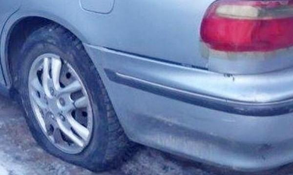 Надрусан шофьор разряза гумите на друг и избяга