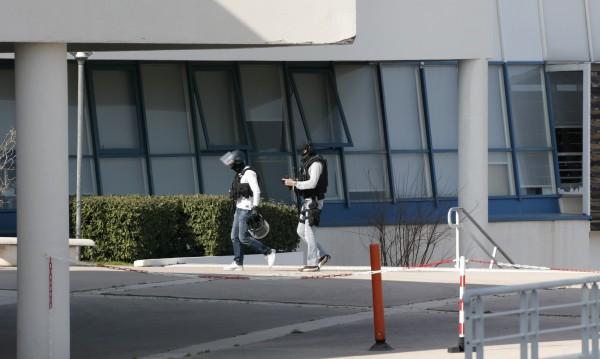 Осем са ранените в стрелбата в училище във Франция