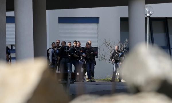 Втори задържан за стрелбата в гимназия във Франция