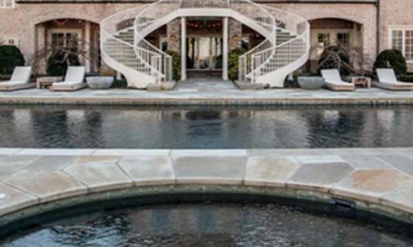 Кели Кларксън се раздели с луксозно имение за $9 млн.