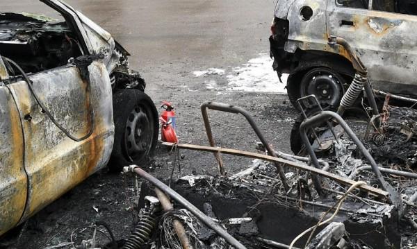 Пет коли изгоряха тази нощ в Бургас
