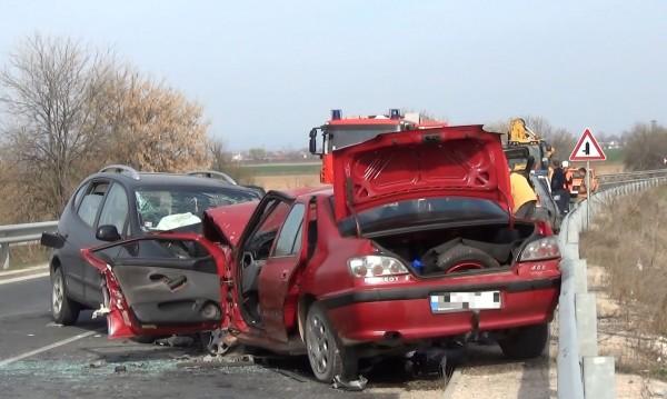 Шофьор заспа и предизвика тежък сблъсък край Пловдив