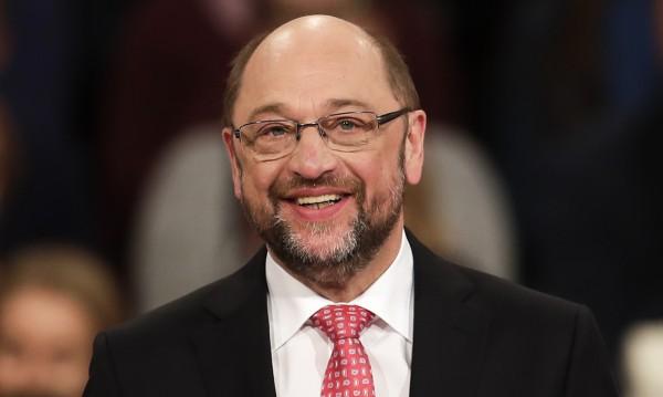 Шулц оглави ГСДП, диша във врата на Меркел