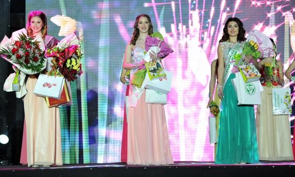 """""""Кюстендилска пролет"""": 16-годишната Ралица с короната"""