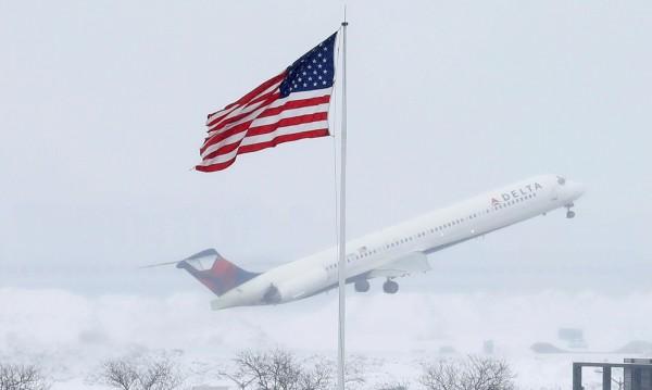 САЩ забраняват лаптопа в самолета за пътници от 10 страни