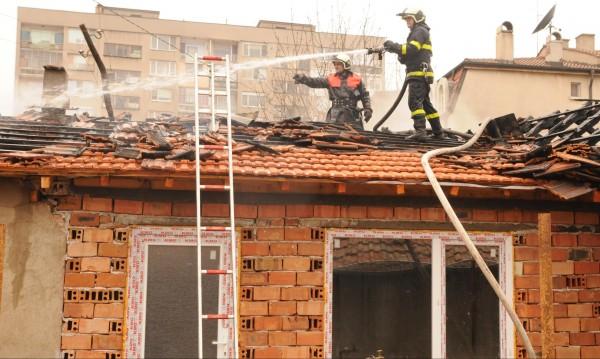 Детска игра предизвика пожар в къща