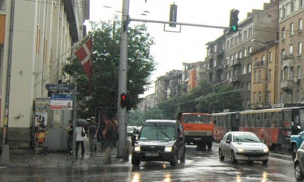 """Паваж ли, асфалт ли? Ясното: Перони по спирките на """"Дондуков"""""""