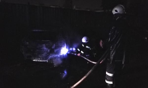 """Запалиха коли в """"Бъкстон"""": Палеж или неизправност?"""