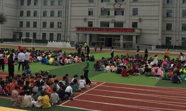 Две жертви при блъсканица в училище в Китай