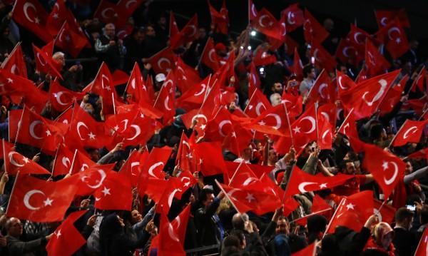 Турска медия: Управляващите ни си пъхат носа в изборите в България!