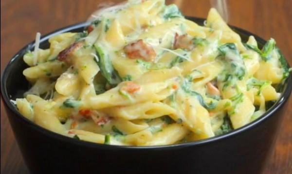 Рецептата Dnes: Паста с бекон и спанак