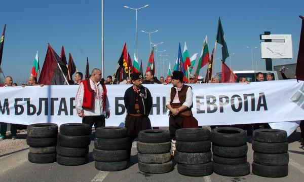 """""""Фанатици препречиха пътя, но турците заминават на талази"""""""