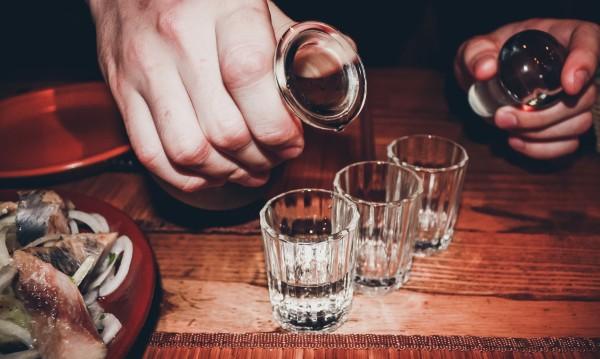 След домашно парти: Пиян домакин отряза ухо на приятел