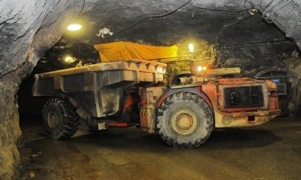 """Увеличават заплатите в мина """"Оборище"""" със 158 лева"""