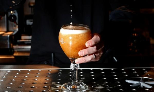 Наздраве – с чаша вино или бира към здраво сърце!