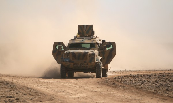 Какво правят руските военни в Африн и Манбидж в Сирия