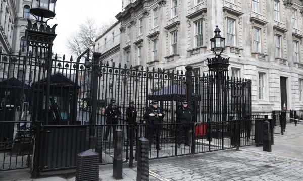 Британската полиция освободи 6 от 10-те задържани