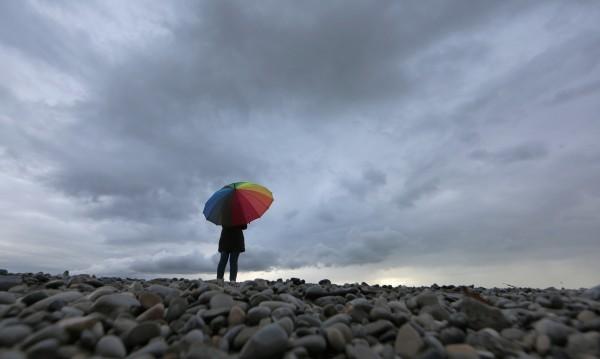 Времето на изборите: Облаци, дъжд, а на места и... сняг