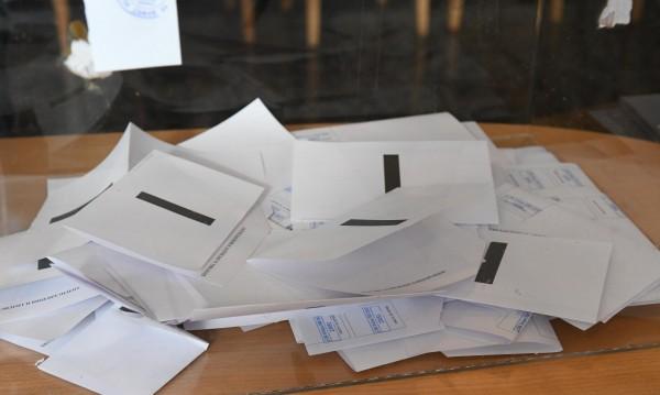 Часове преди вота: Стотици сигнали за купуване на гласове