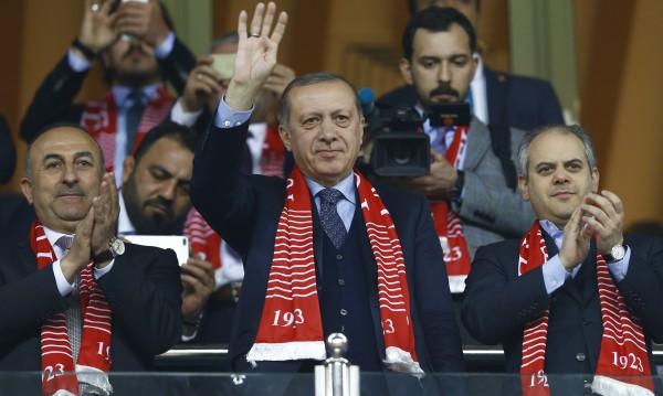 Ердоган обмисля още един референдум: Искат ли турците в ЕС?