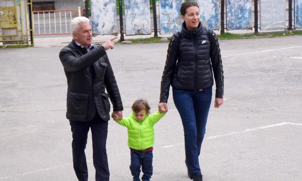 Сидеров гласува със сина си Волен-младши