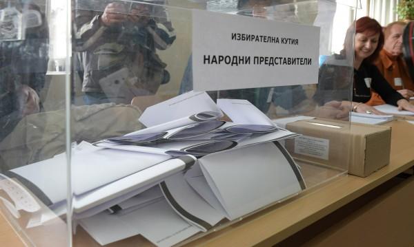 """""""Прозрачност без граници"""" следи за нарушения пред урните"""