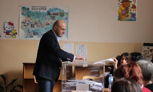 Томислав Дончев гласувал за идея, обединяващи българите