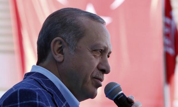 Шойбле: Реториката на Ердоган затруднява интеграцията!