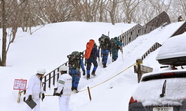 8 ученици загинаха от лавина в Япония