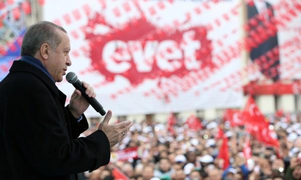 Турските граждани в чужбина вече гласуват на референдума