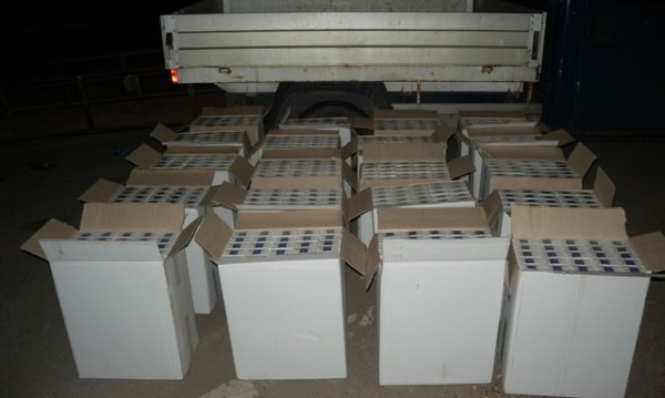 Откриха 200 000 къса контрабандни цигари в тайник на ТИР