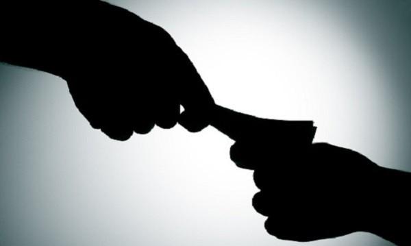 Съдът реши: Кметът, купувал гласове, остава в ареста