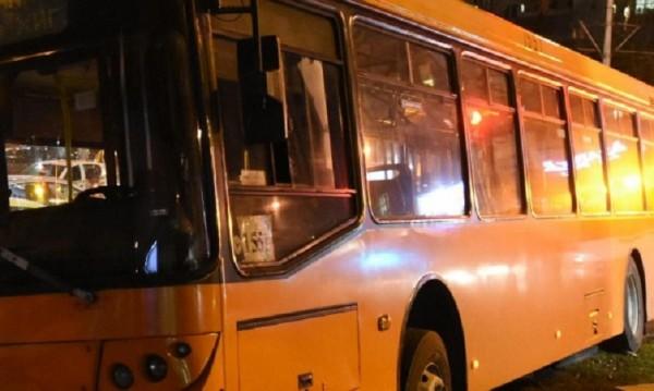 Понеделник вечер, автобус, София: Двама бабаити – един пребит