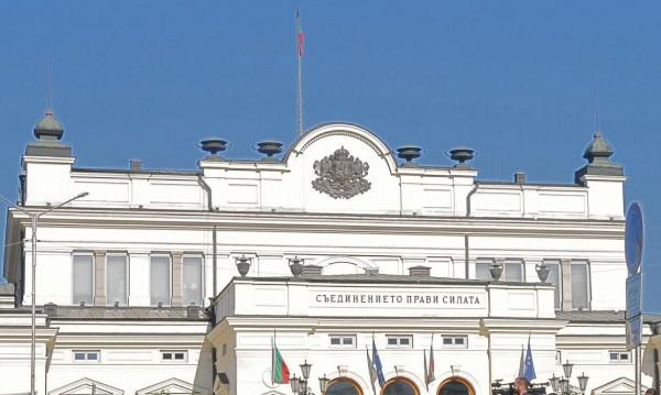 Въртележката с мандатите пренареди парламента, и Бъчварова аут