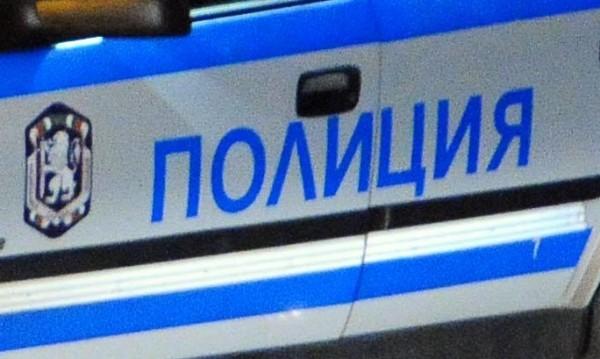 Арестуваха двама, били и ограбили 88-годишен