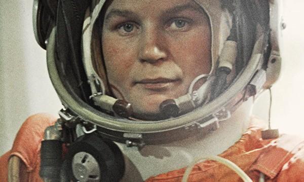 """Първата жена космонавт в """"Цял живот в полет"""""""