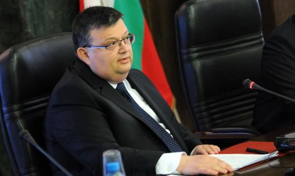 Цацаров поиска трима прокурори да бъдат уволнени