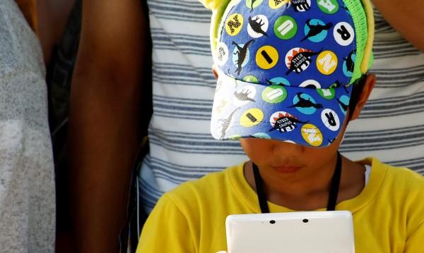 Вече и 3-годишни деца са с болни очи, заради GSM-и