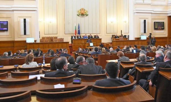 Избрани за депутати се отказват от парламента