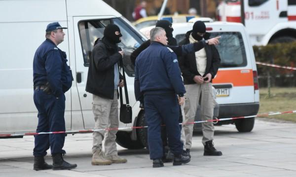 Двама прободоха с нож и ограбиха мъж в Пловдив