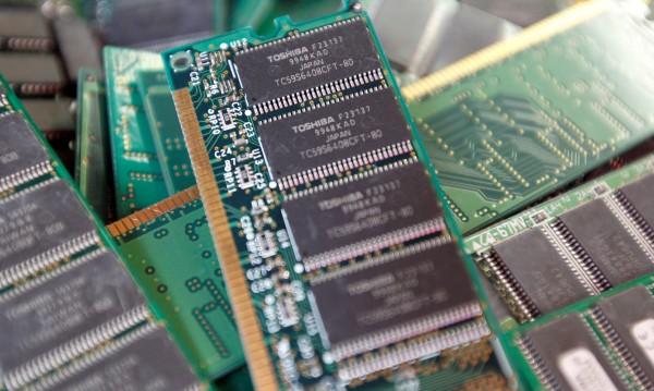 Истинска война за бизнеса с чипове на Toshiba
