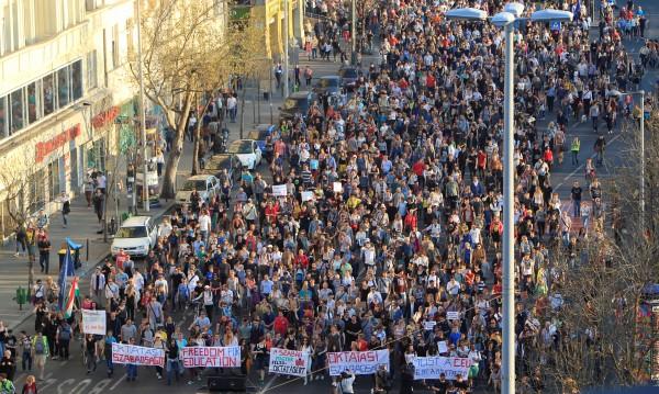 В Будапеща хиляди подкрепиха университет, финансиран от Сорос