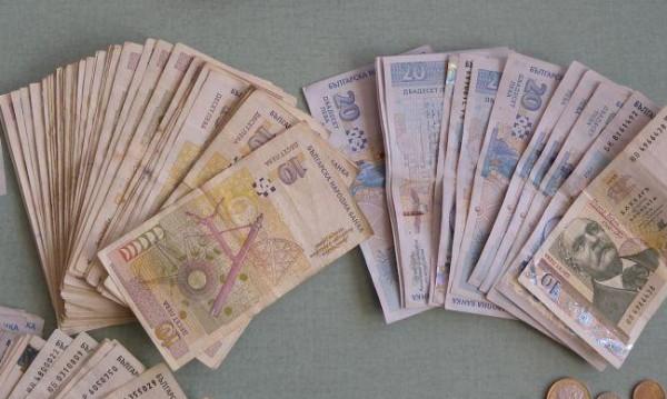 """Плащат пенсиите и добавка """"Великден"""" от 6 до 20 април"""