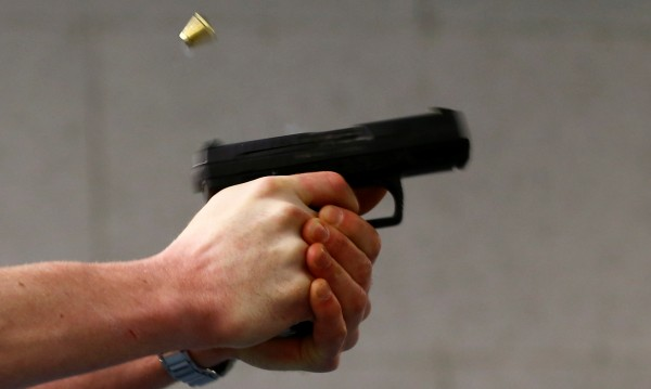 След стрелба по невнимание: Баща едва не уби сина си