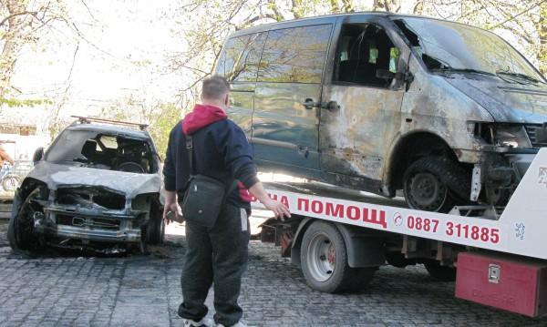 Бизнесмен от Русе завари двете си коли – опожарени!