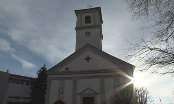 15-годишен подпалил католическата църква в Белене