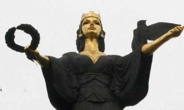 Статуята на София светва в зелено за Седмицата на гората