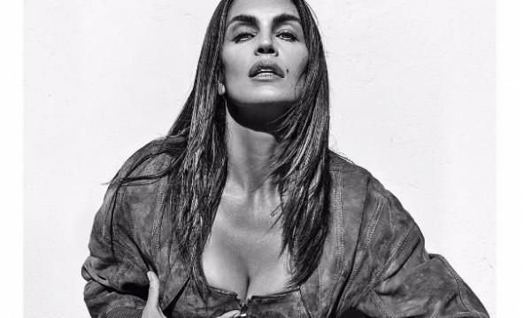 Икона в модата: 10 секси кадъра на Синди Крауфорд