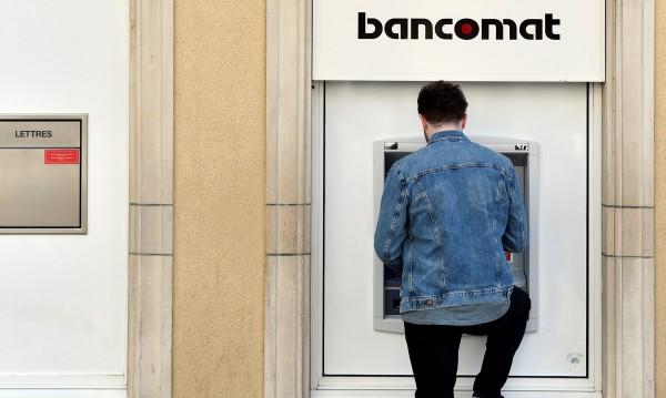 Хакери бъгнаха банкомати – изхвърлят всичките пари!